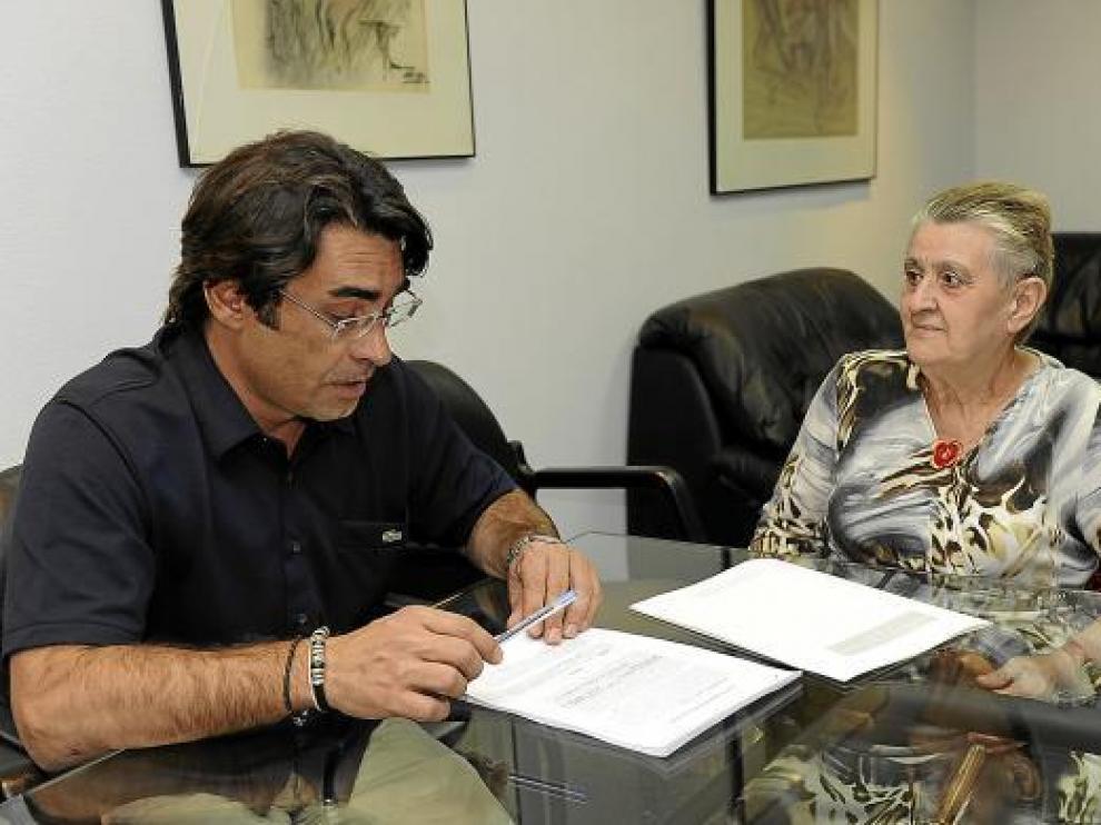 Amparo Blanco, la madre de la mujer fallecida en El Pinar, habla con su abogado