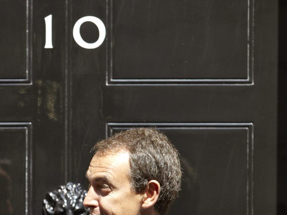 Rodríguez Zapatero en la puerta de Downing Street.