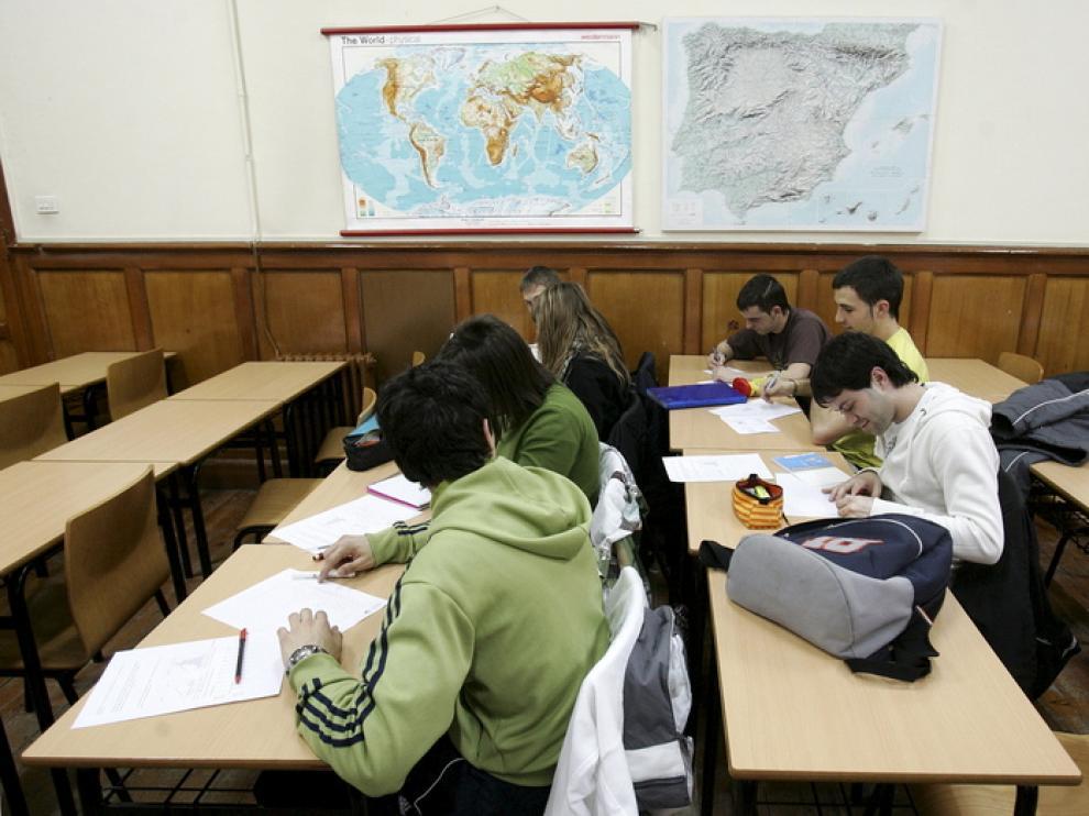 Alumnos de Magisterio en la Facultad de Educación de Huesca