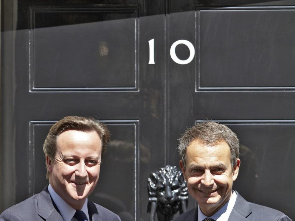 David Cameron recibe a Zapatero en su llegada a Downing Street