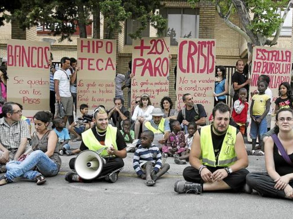 Los manifestantes se sentaron ante el centro de formación del INAEM.