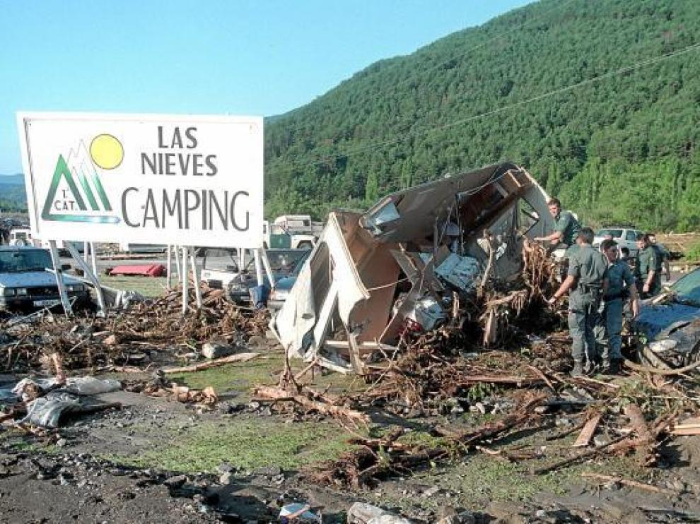 Esta fotografía, tomada a la mañana siguiente, el 8 de agosto de 1996, da cuenta de la violencia de la riada