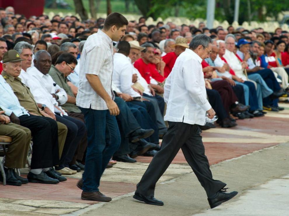 Raúl Castro (c) en los actos de celebración en Ciego de Ávila