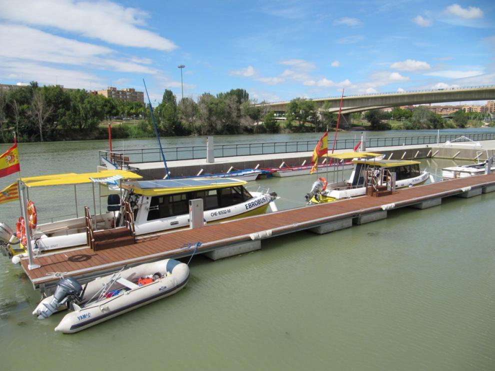 Los Ebrobuses, en el embarcadero de Vadorrey