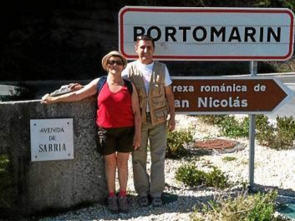 Obdulia Gracia y Alfonso Salillas en la llegada a Portomarin