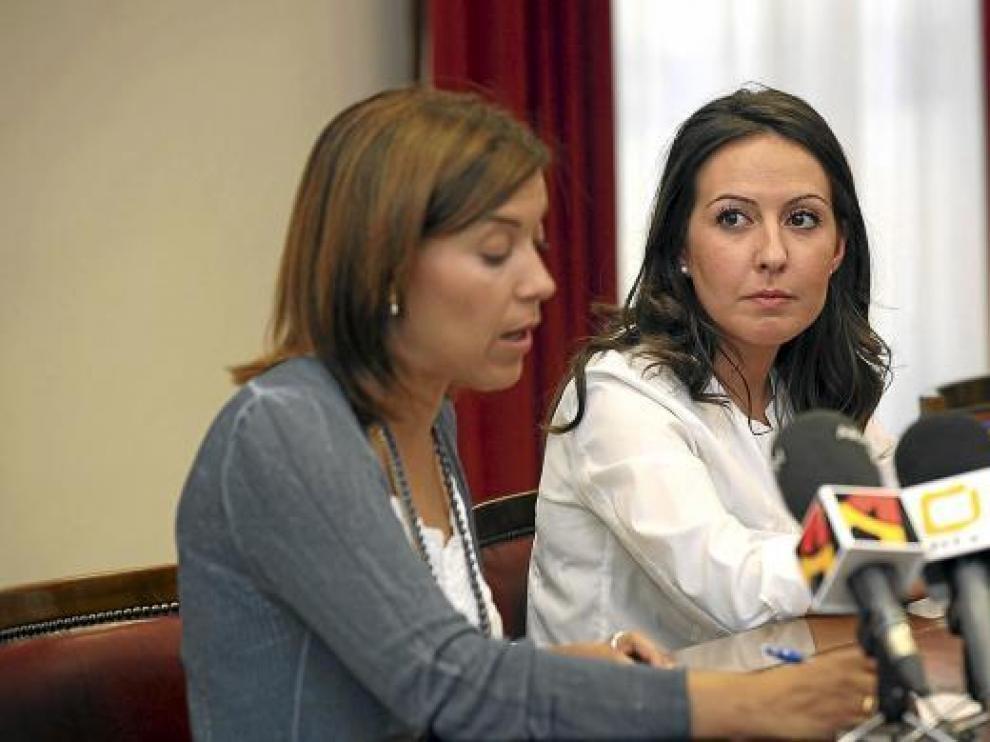 La alcaldesa, Ana Alós, a la izquierda