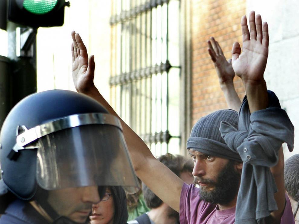 La Policía vigila a los indignados en las cercanías del Congreso