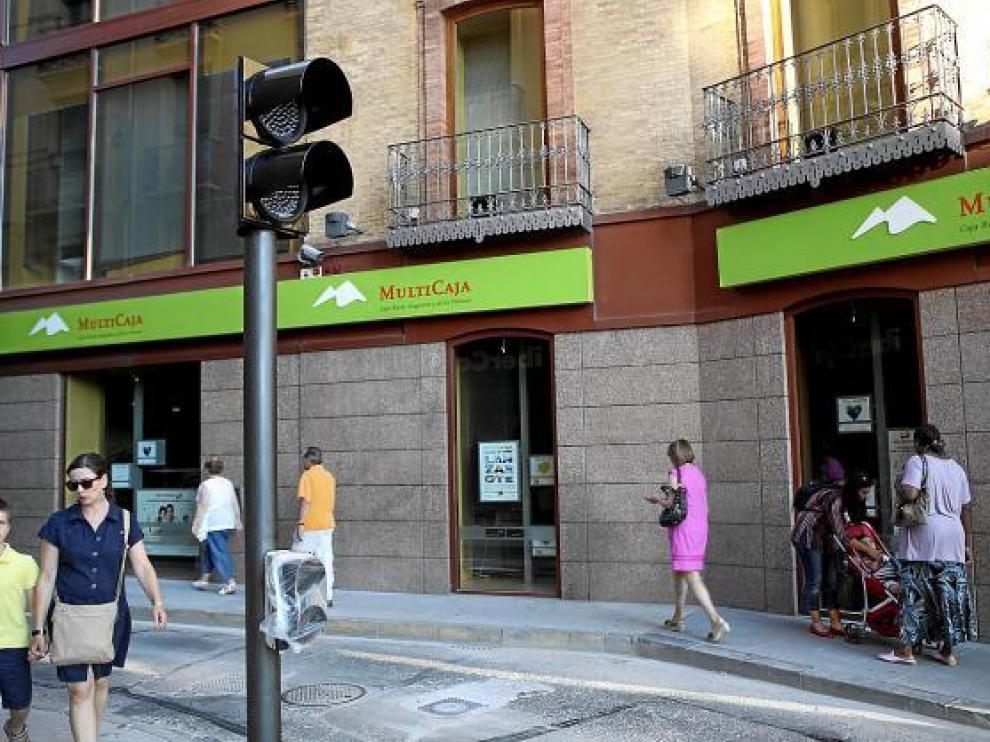 El semáforo y el pivote para la peatonalización de la calle de Berenguer ya están instalados.