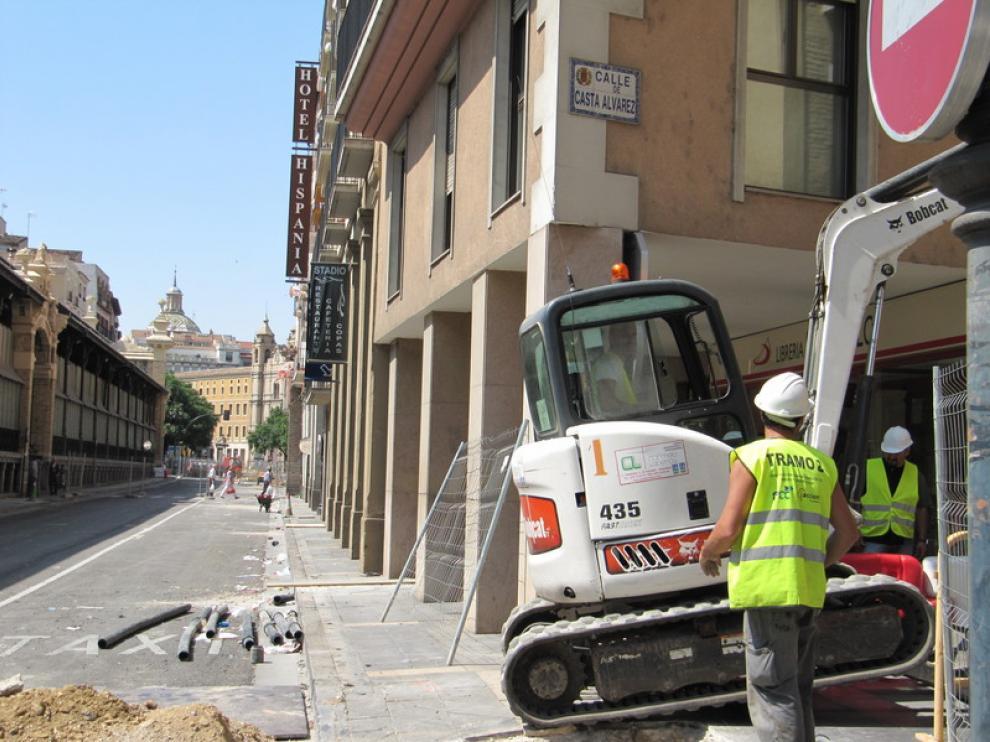 César Augusto en obras, con varios hoteles al fondo