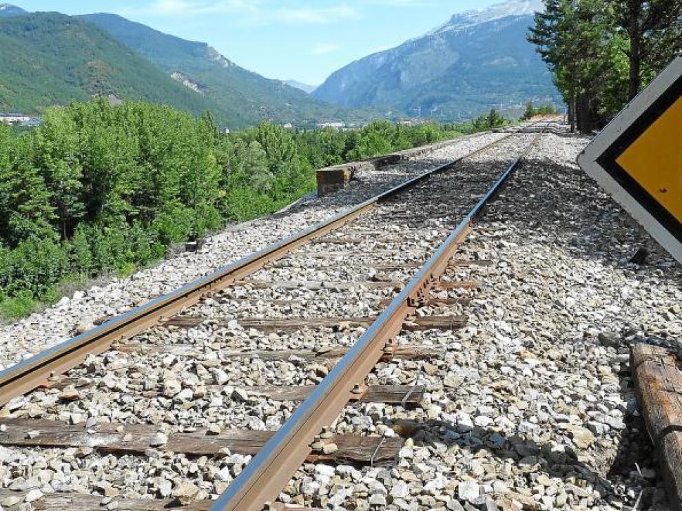 ADIF limita la velocidad a 30 km/h en el tramo del descarrilamiento del Canfranc