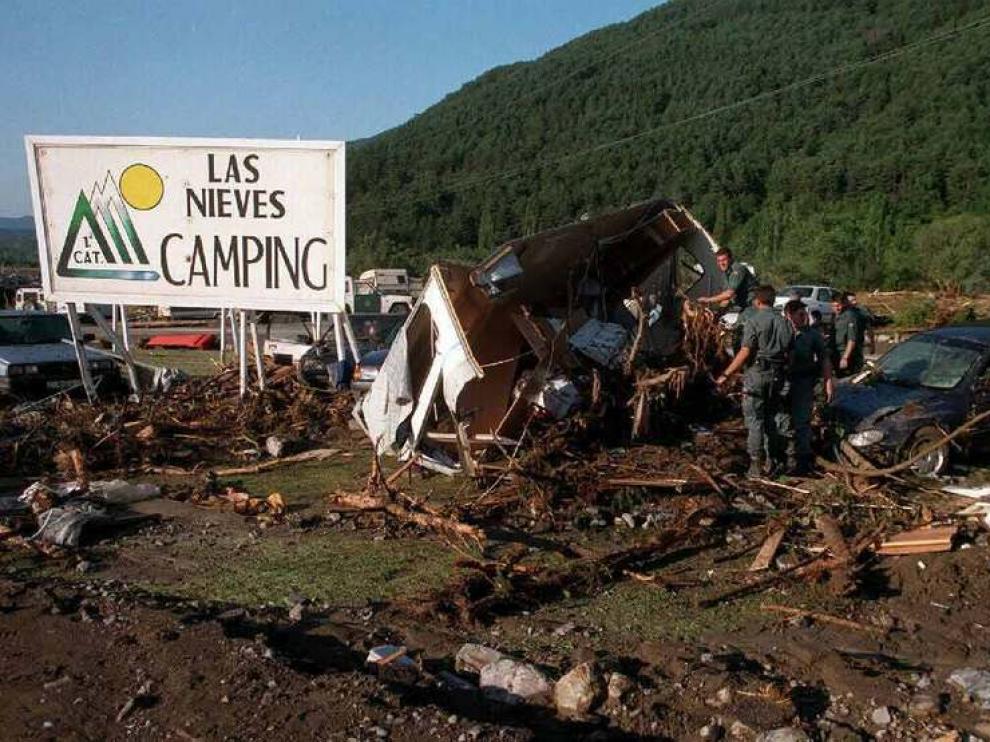 Estado del campin tras el paso de la riada.