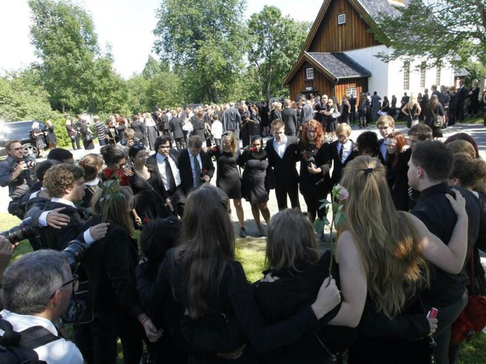 Funeral por una de las víctimas