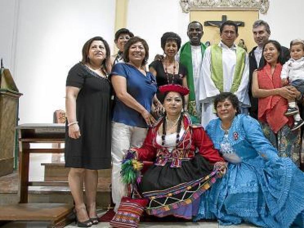 Un grupo de peruanosm, San Juan de los Panetes.