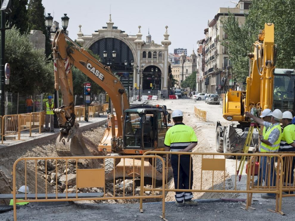 Los arqueólogos visitaron las obras desde la plaza de Paraíso hasta las Murallas Romanas, en la foto.