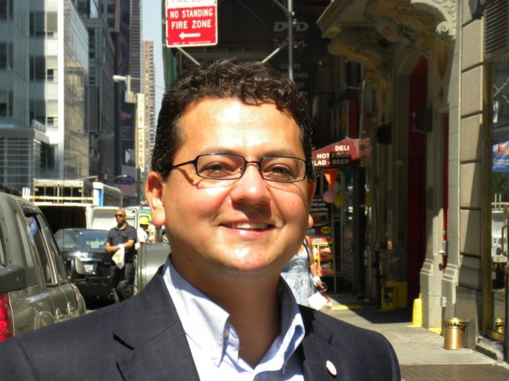 El profesor colombiano, Juan Hinestroza, durante la entrevista