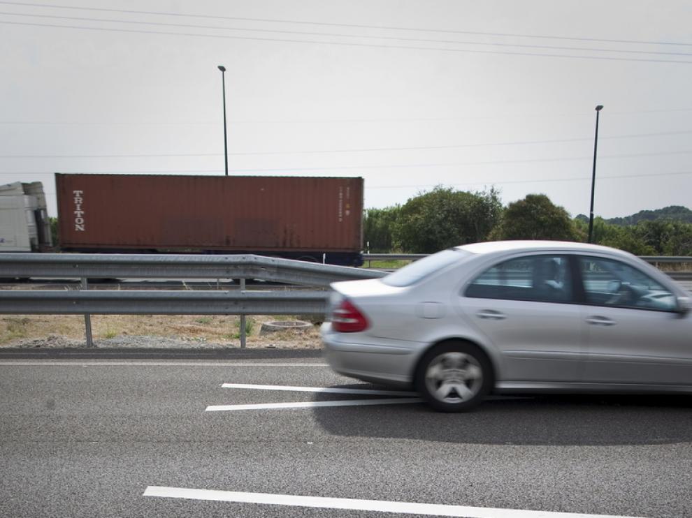 Galones para mantener la distancia de seguridad en las carreteras zaragozanas