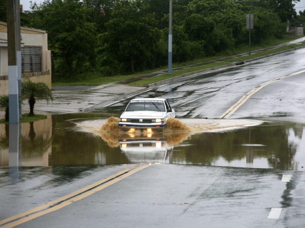Una carretera inundada tras el paso de 'Emily' en Puerto Rico