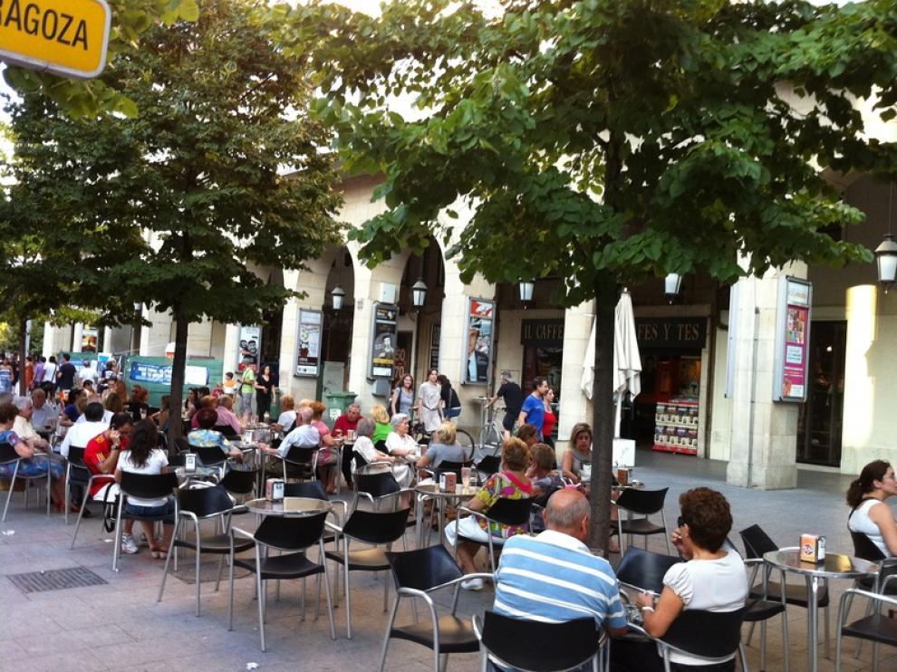 El centro de la ciudad sigue muy concurrido durante el verano.