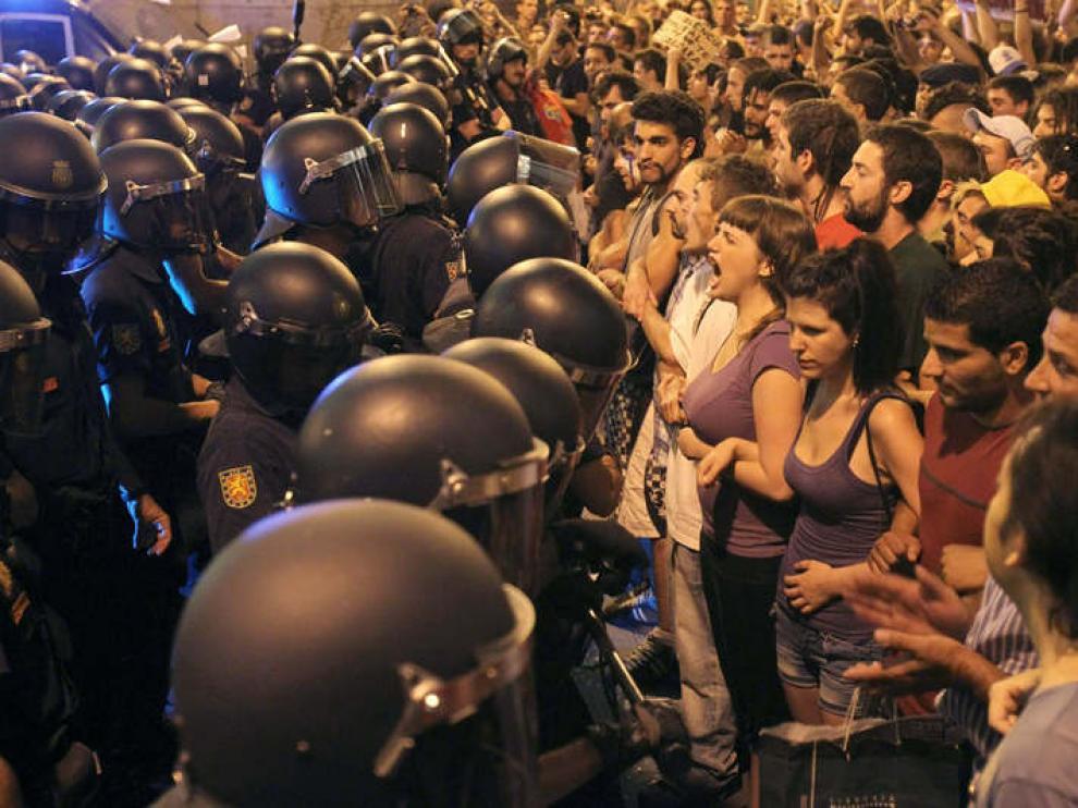 La policía custodia los accesos a la Puerta del Sol