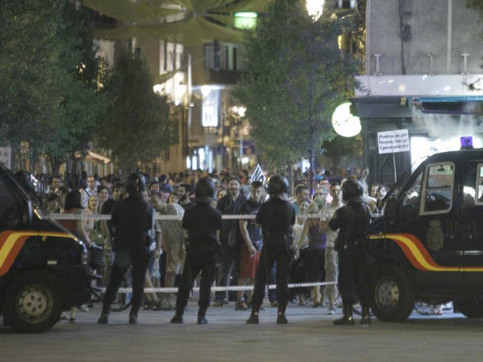 Un grupo de 'indignados' en los accesos a la Puerta del Sol