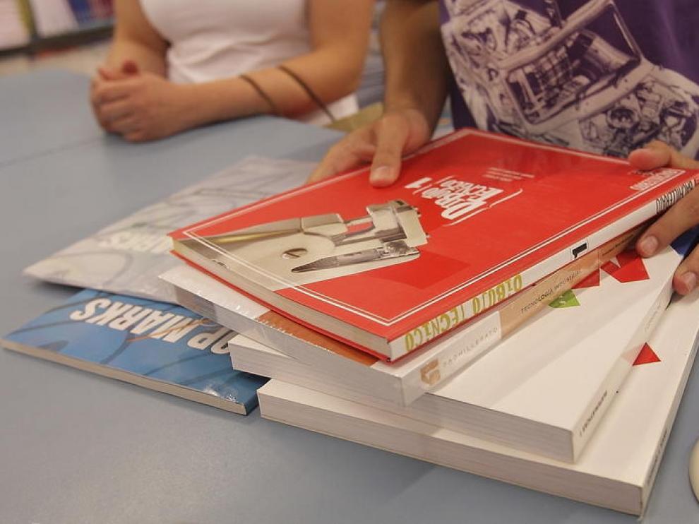 Aragón recibió este curso 377.000 euros para ayudas para libros