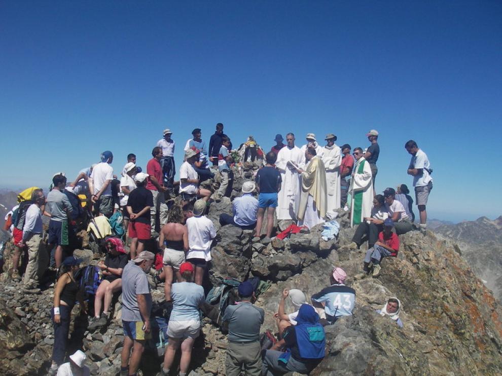 Una misa en la cima de la Gran Facha pone fin a los actos.