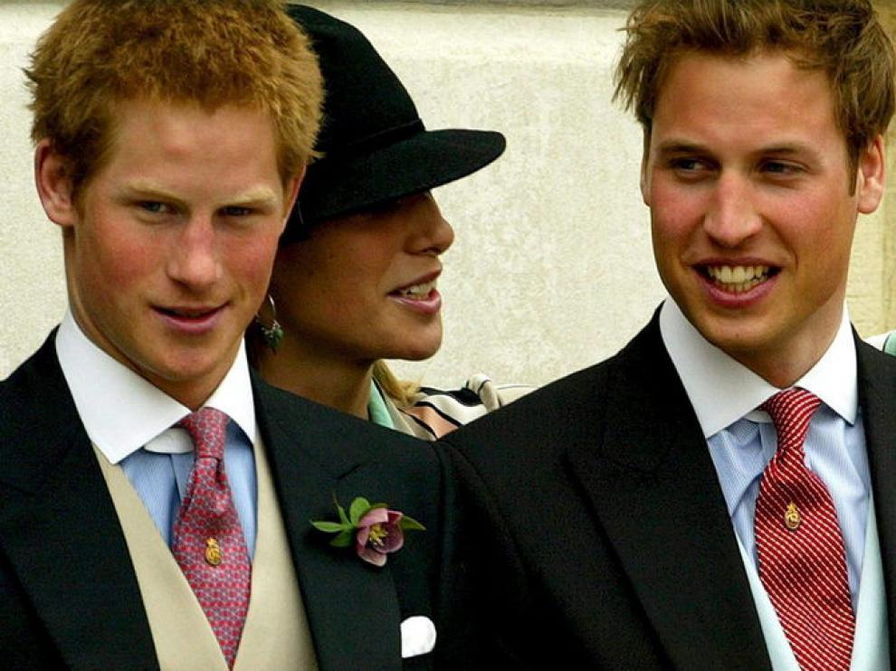 El príncipe Enrique junto a su hermano en la boda