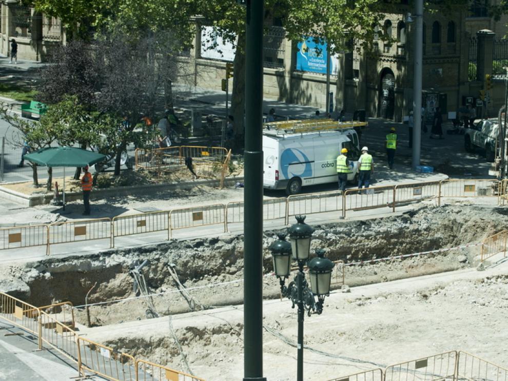 En la plaza de Basilio Paraiso se encontraron esta misma semana restos arquitectónicos