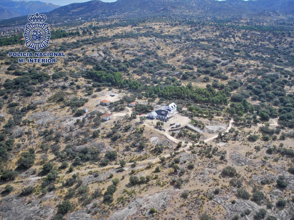 La vivienda de 1.200 metros cuadrados forma parte de una finca de 30 hectáreas.