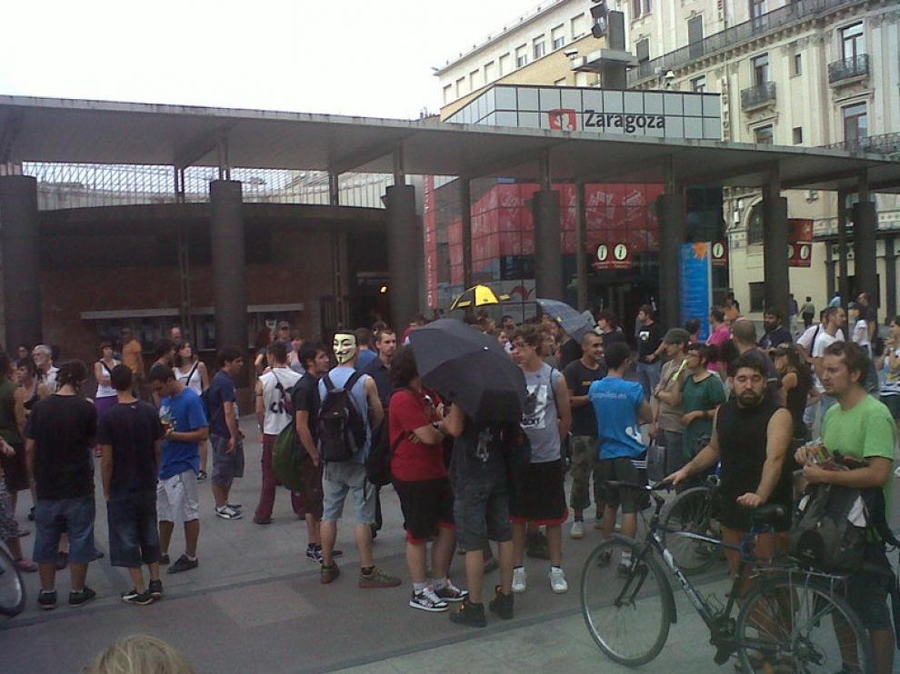 Algunos inidgnados acudieron con paraguas, símbolo del movimiento