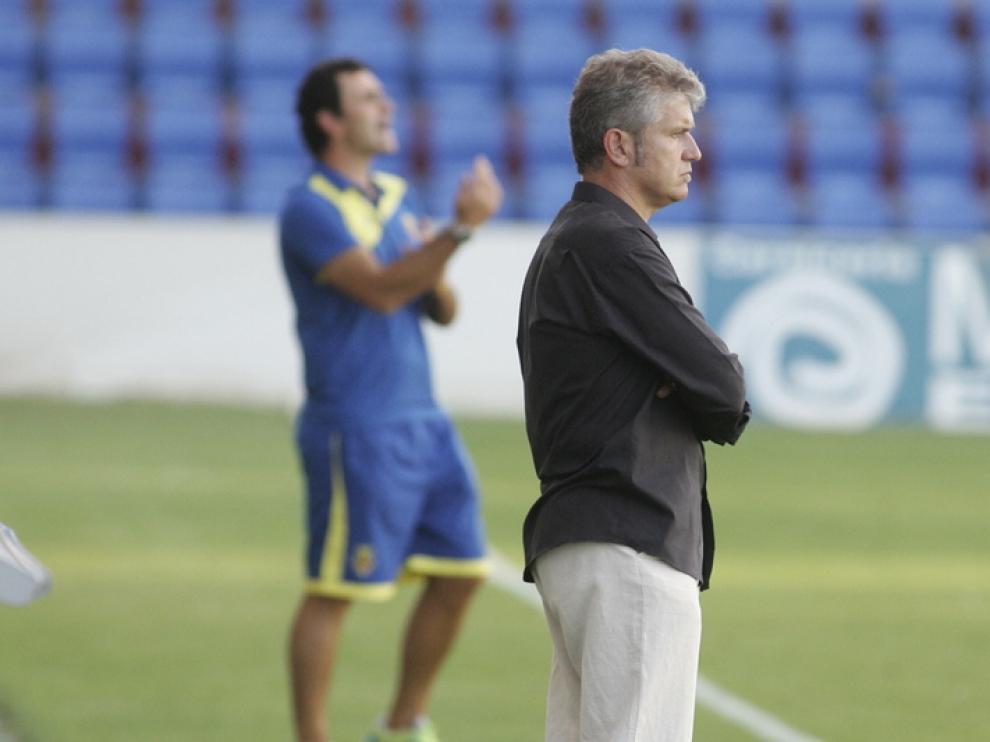 Ángel Royo, pensativo durante el partido del sábado ante el Villarreal B.