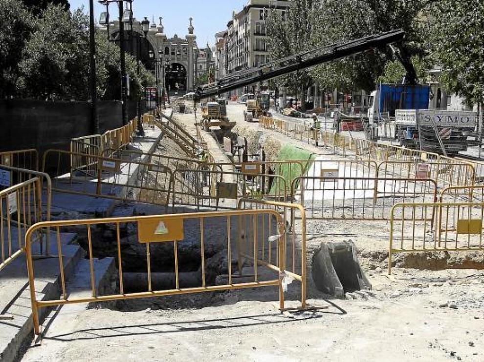 Junto a las Murallas Romanas, mientras tanto, se ha profundizado ya más de cinco metros.