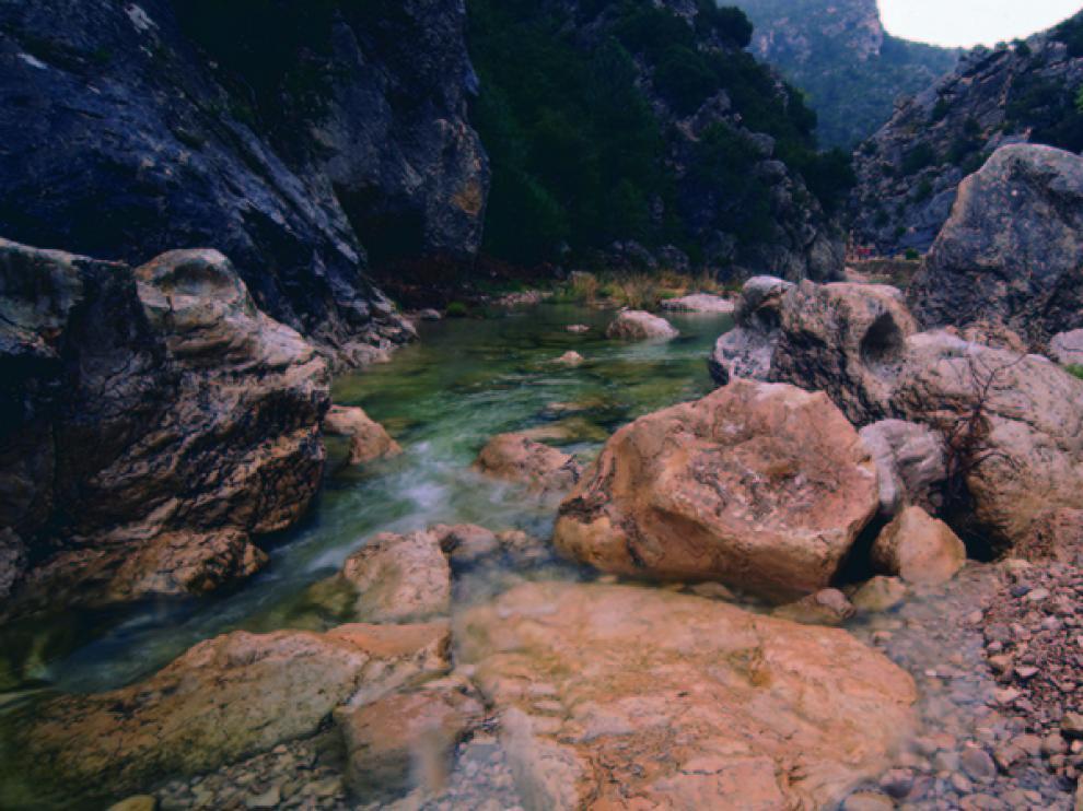 El río Matarraña es el eje de la ruta