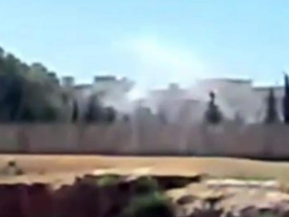 Captura de la televisión Al Arabiya que muestra un bombardeo en una ciudad siria desconocida