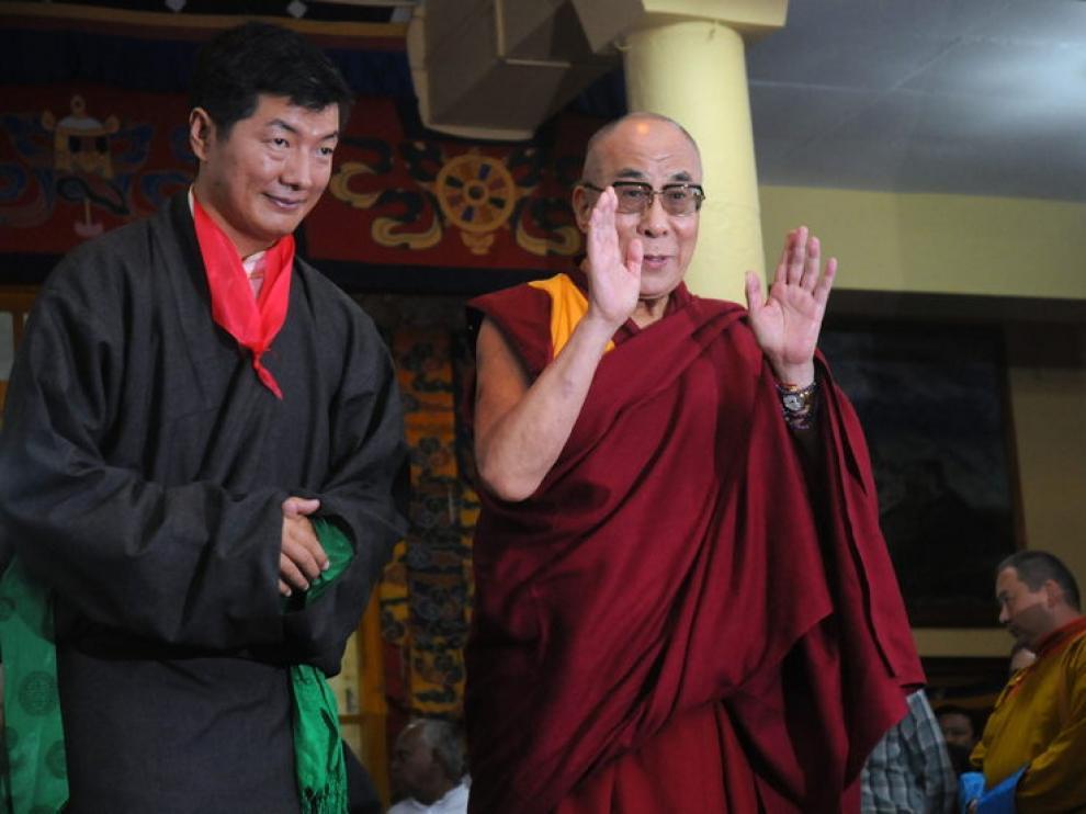 El Dalai Lama y Lobsang Sangay durante el acto de este lunes