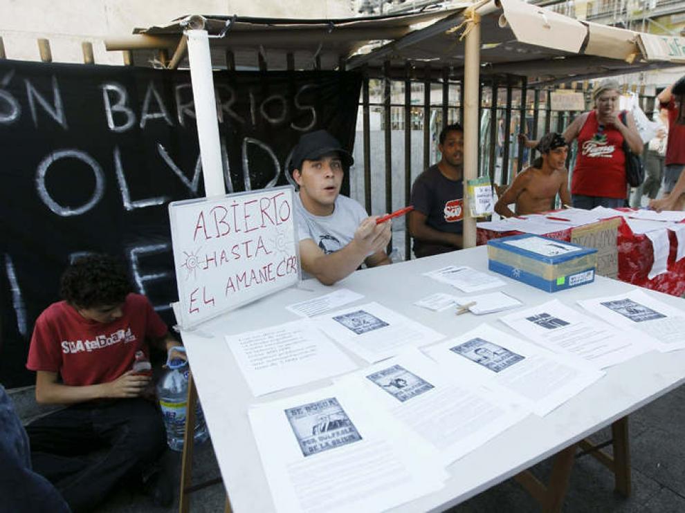 Punto de información de los 'indignados' en la Puerta del Sol