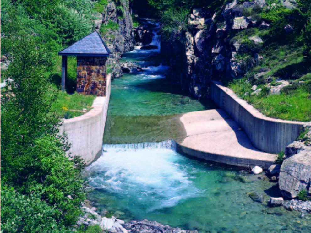 Estación de aforo del Salenques vista desde su puente homónimo. prames