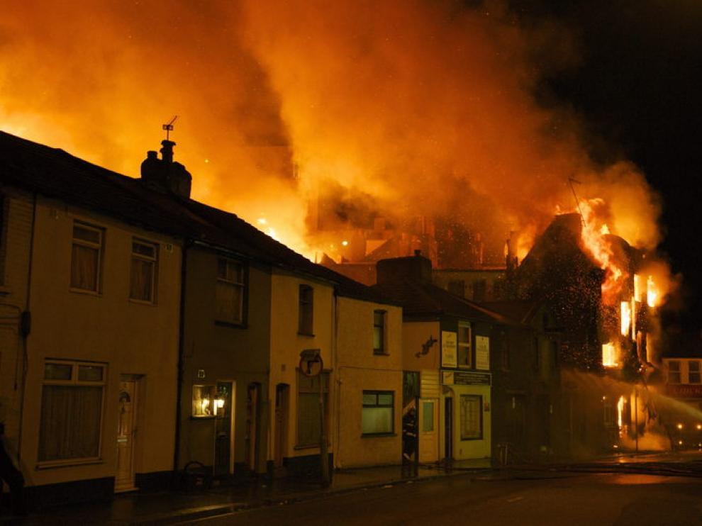 Edificio en llamas este martes en Londres