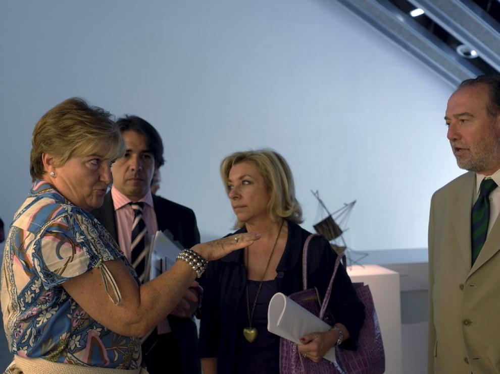 Dolores Serrat, junto a Vadillo y Callizo, en el Pablo Serrano