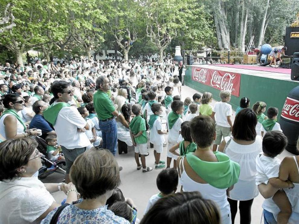 Numeroso público acudió a la actuación de Desastrosus Cirkus ayer en el Parque Miguel Servet.