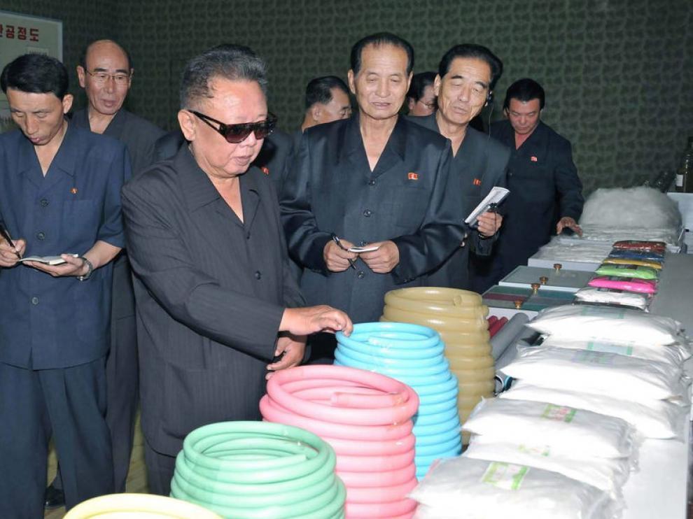 El líder norcoreano Kim Jong-il en una imagen difundida este miércoles
