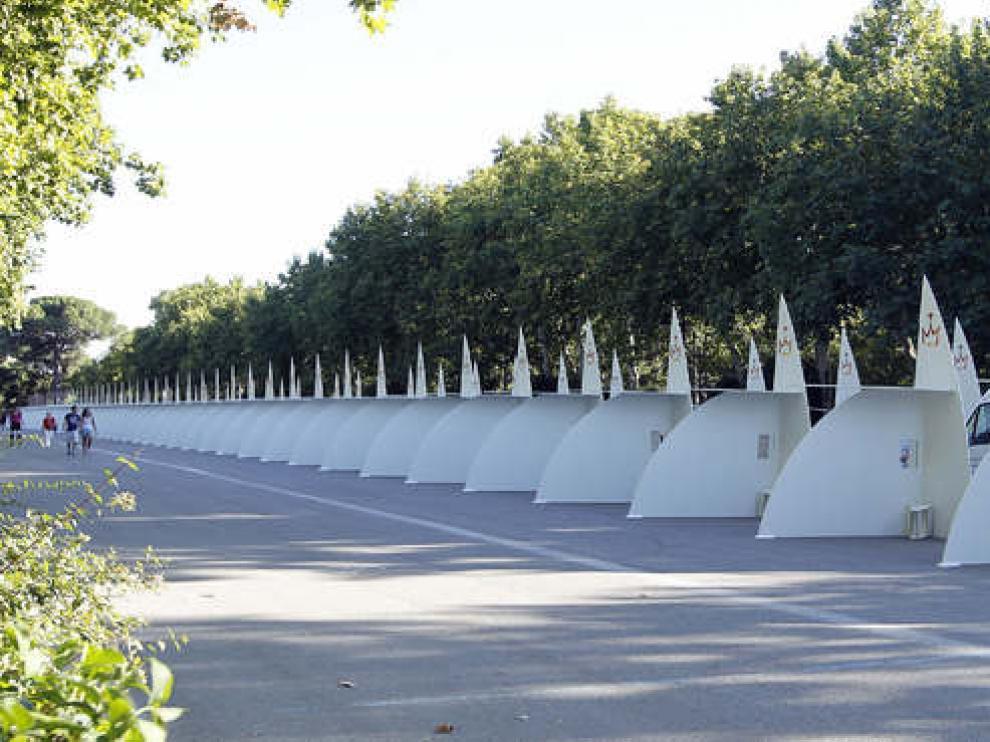 Vista de los 200 confesionarios instalados en el parque del Retiro de Madrid con motivo de la celebración de la XXVI Jornada Mundial de la Juventud,