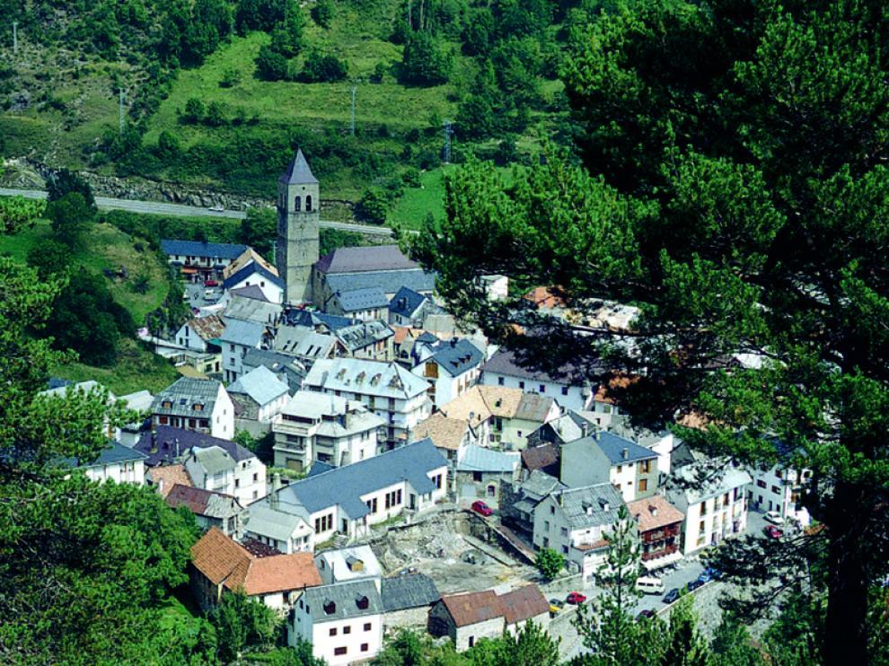 Vista de Bielsa desde la ruta.