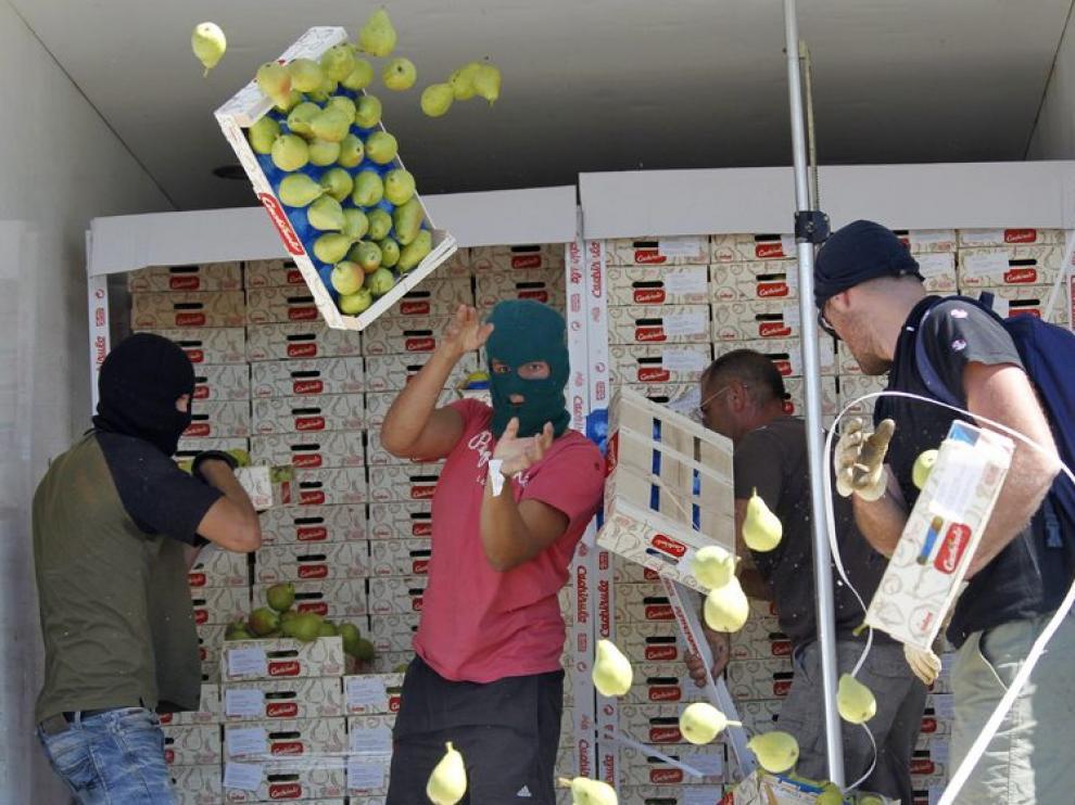 Encapuchados franceses atacan a un camión español