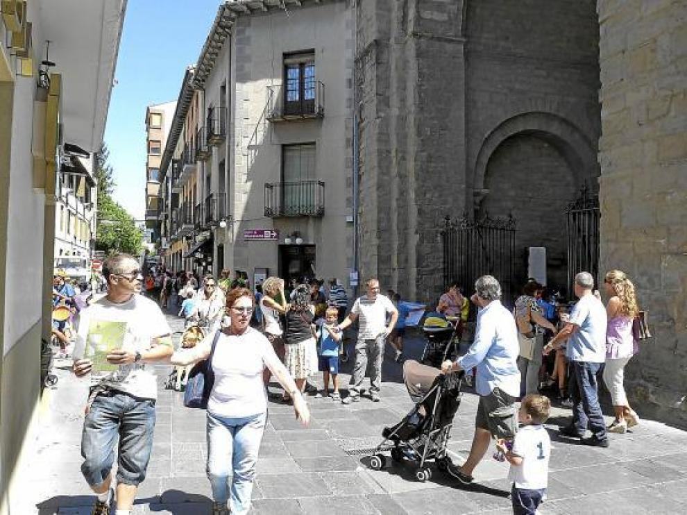 Puerta de la catedral de Jaca.