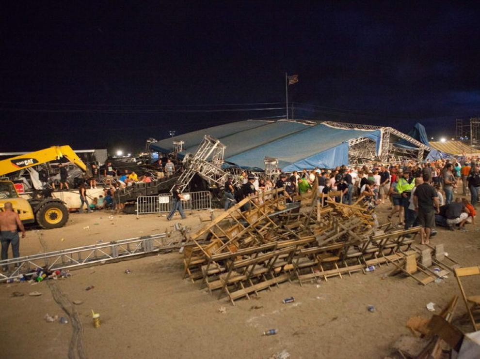 Imagen de la confusión que se produjo tras la caída del escenario