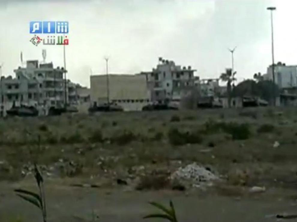 Imagen de la web de Shaan News Network, donde se ven filas de vehículos militares en Latakia