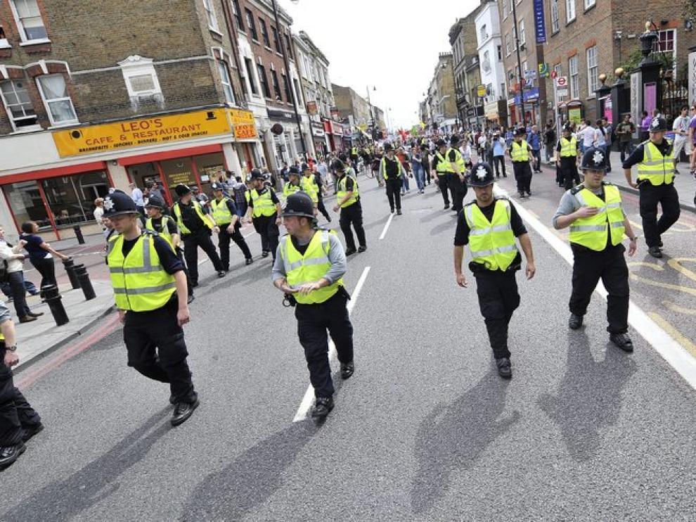 La policía sigue manteniendo una fuerte presencia en las calles del Reino Unido
