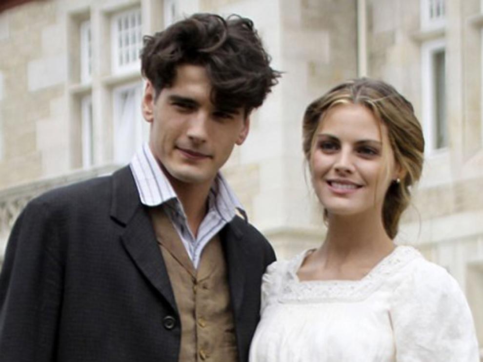 Amaia Salamanca y Yon Gonzalez, en 'Gran Hotel'