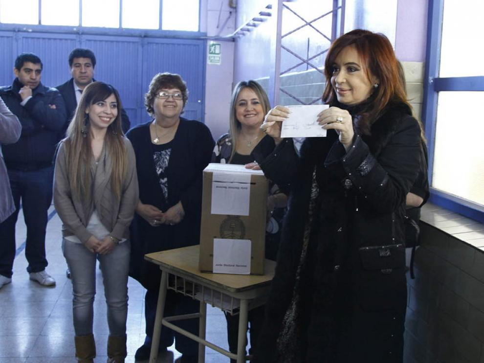 La candidata, votando
